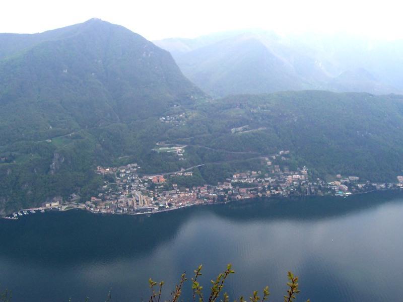 Vista dall'alto del comune di Campione (foto di MarkusMark)
