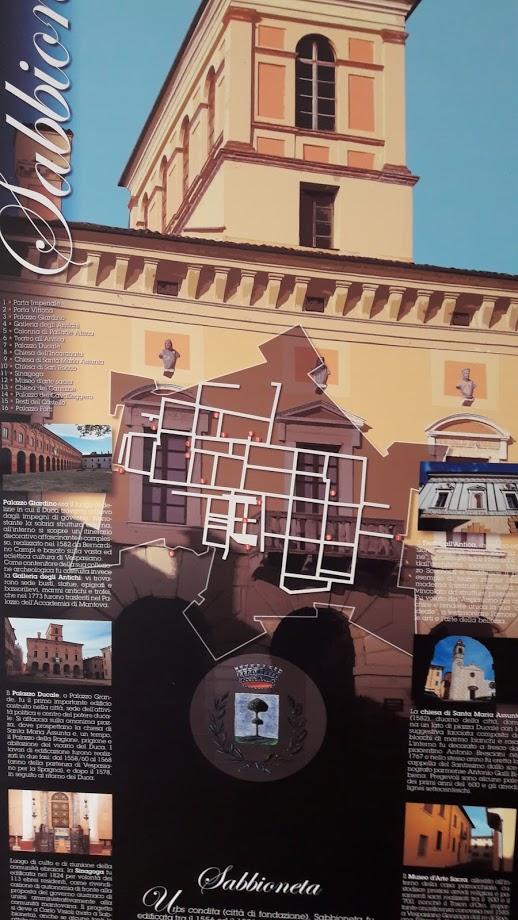 La forma urbis di Sabbioneta su un gonfalone che illustra le meraviglie cittadine