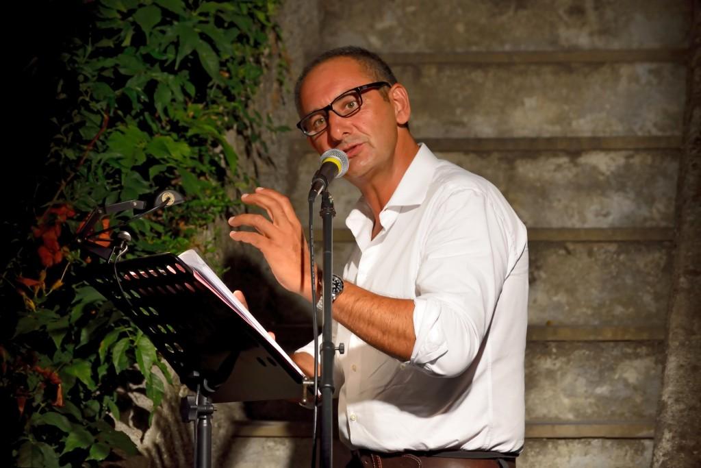 Alessandro Sorrentino declama in un Trebbo poetico