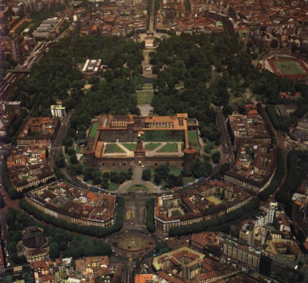 Vista dall'alto del Castello sforzesco di Milano