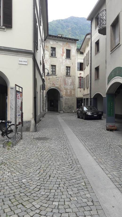 Una vista del centro verso la Porta Poschiavina (foto di Robert Ribaudo)