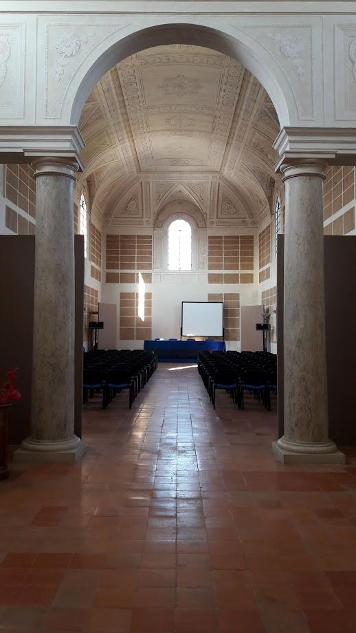 La biblioteca del Monastero, ormai vuota ma dove sono ancora presenti i fregi sulla volta con le arti e le scienze (foto di Robert Ribaudo)