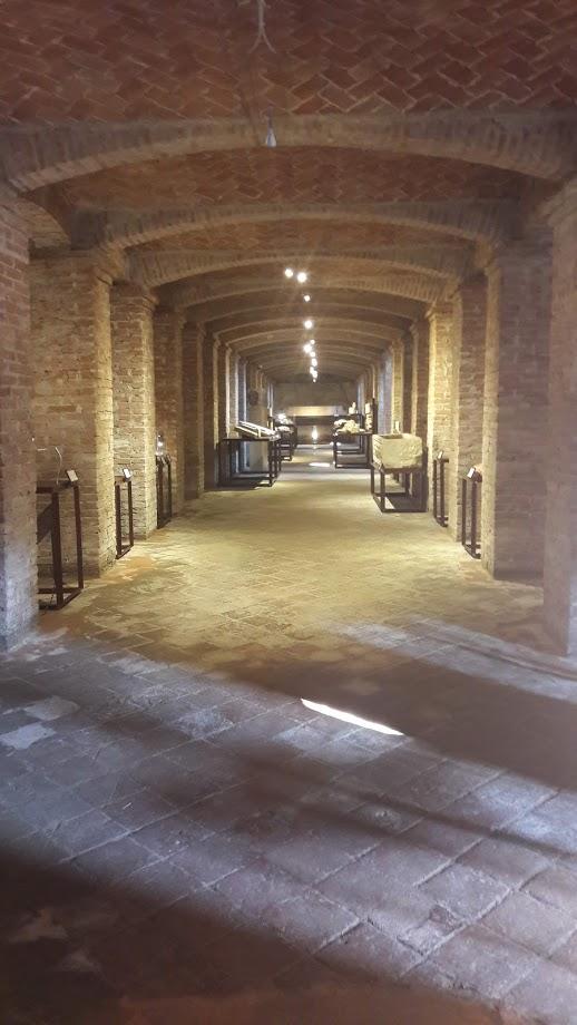 Le cantine sotto il Refettorio dove si conservano i più antichi reperti del monastero (foto di Robert Ribaudo)