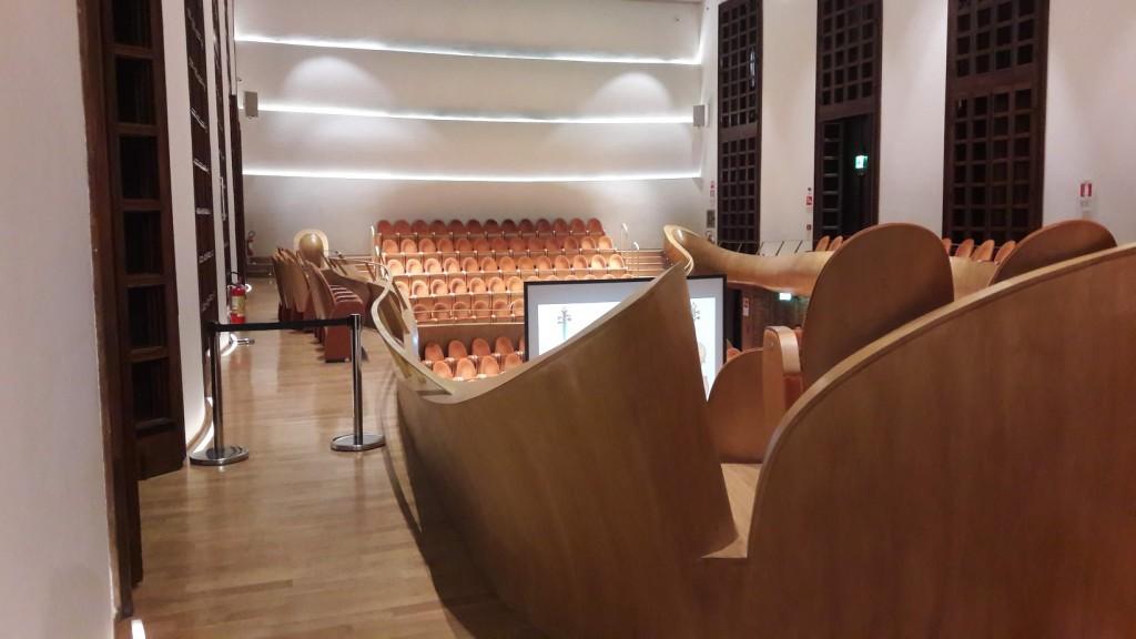 L'affascinante struttura dell'auditorium del museo (foto di Robert Ribaudo)