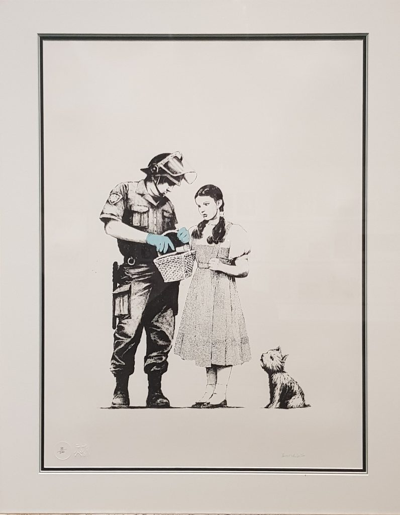 "Immagine con l'opera di Banksy, ""Stop and Search"" del 2007 in mostra al Mudec"