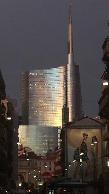 I grattacieli di Gae Aulenti che svettano sul centro storico (foto di Robert Ribaudo)