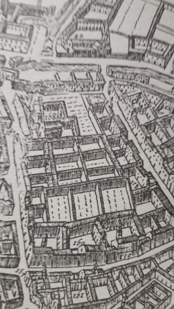 Il complesso del convento di S. Chiara (indicato col n. 160) a metà dell'attuale via Monte di Pietà, e accanto a quello di S. Caterina all'angolo con Brera, dalla carta del Barateri del 1629